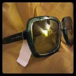 NWT Dolce & Gabbana sunglasses DG 4273