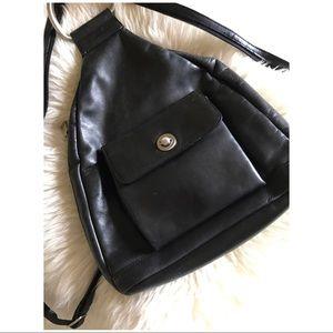 90s VTG Minimal D Ring Leather Backpack
