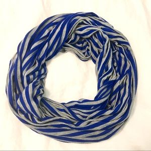 Gap Infinity Gray and Blue Scarf