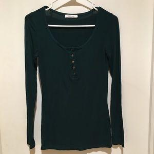 Beautiful shade of green! Long sleeve- super soft!
