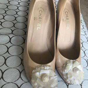 Chanel patent pump