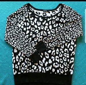 Torrid Snow Leopard Print Sweater EUC