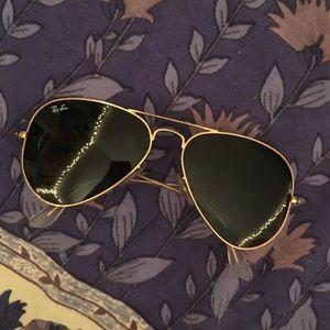 • Rayban Aviator Sunglasses •