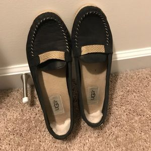 """Women's """"UGG"""" Loafers/Size 9"""