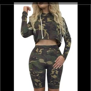 Tops - Camouflage two piece set