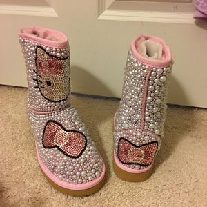 Hello Kitty Pearl boots!