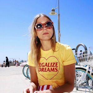 Yellow legalize dreams tee