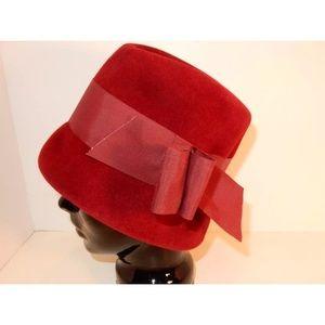 Vintage Felt Hat. Fits size Sm to Med. Great cond.