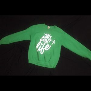 Green Pullover Sweater With Decal