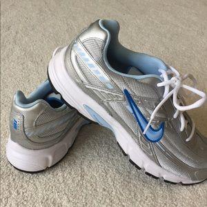 Nike Initiator women's running tennis shoes. EUC.
