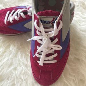 Brooks retro sneakers