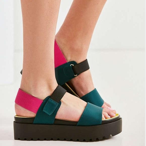0440ab36b66 Urban Outfitters scuba sandals. M 59c4c9d3bf6df59b4001f23b