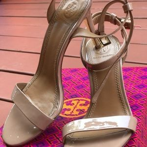 Tory Burch Elana Patent Sandals. Size 5.5
