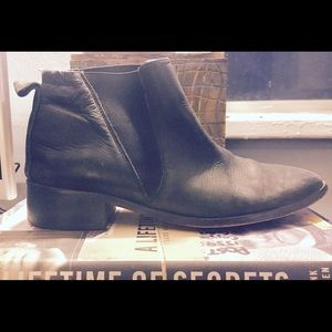 Fine leather ankle boots