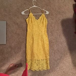 Perfect fitting yellow dress from Lulus