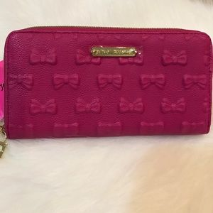 Brand new 🎀Betsey Johnson gorgeous pink wallet