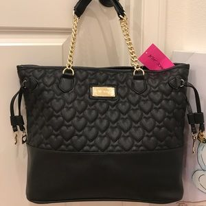 Gorgeous 🖤 New Betsey Johnson heart quilted tote