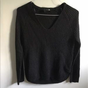 H & M black v neck sweater size small