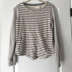 Cute lou and grey sweater!! Super comfy!