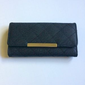 BCBG NWOT black quilted classic modern wallet