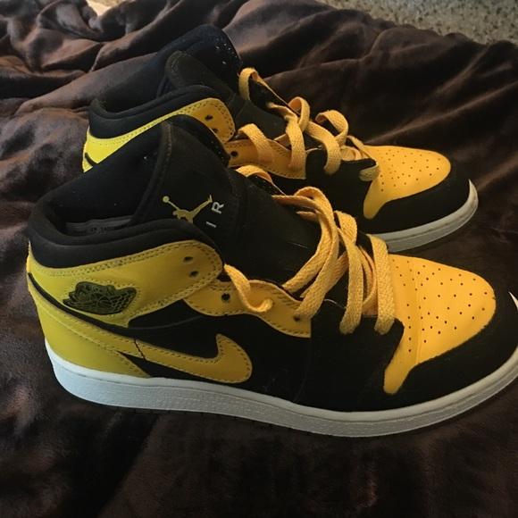 0c3a5ab1ea8cf9 Nike Air Jordan Retro 1 s Sz 4 Kids. M 59c5279641b4e058a602b58c