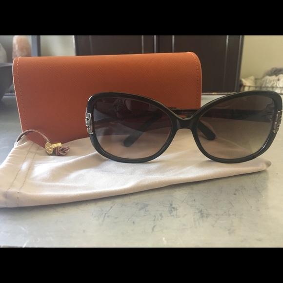 8be3f2fba83c Tory Burch Oversized T Hinge sunglasses. M_59c527c08f0fc4824502b70f