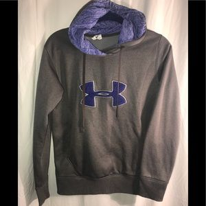 Under Armor small semi fitted cold gear comfy cute