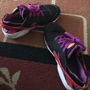 Nike Shoes - ‼️SALE‼️Orange and purple huaraches