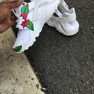 new concept d9f02 3e141 ... store nike shoes custom white huarache flower roses customized 75157  961a5