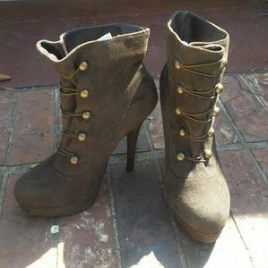 XXI sexy boots in olive brown