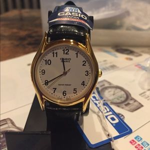 Casio watch medium size gold tone easy to read