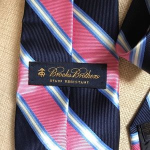 Brooks Brothers Accessories - Brooks Brothers Silk Tie Stain Resistant