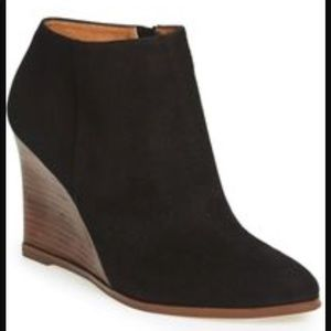 Halogen Haselbi Lea Booties Black Suede Leather