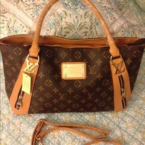 Handbags - 🌸NWT Beautiful Brown/Honey Colored Handbag🌸🌸