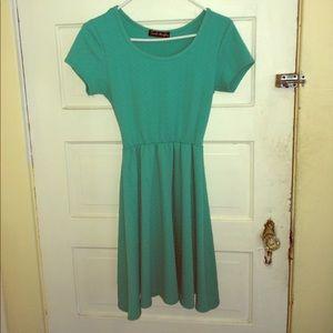 Short sleeved midi dress textured green