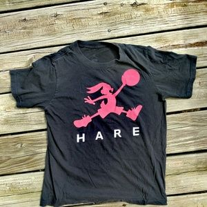 Hare basketball T-shirt