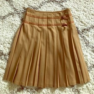 DKNY Wool Pleated Skirt Tan with Buckle size 4