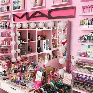 What's in your makeup bag?💋💅👄👝💄💄💄💄💄🎨