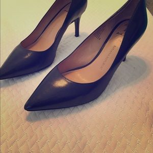 Banana Republic black heels size 8