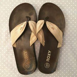 bf9e8ead35522 Roxy Shoes - 🌟 Roxy neutral flip-flops   thong sandals