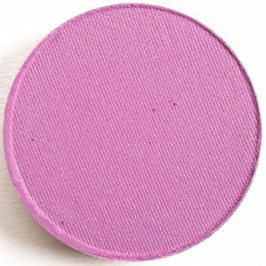 🎨 RARE MAC Cosmetics Eyeshadow in Creme de Violet