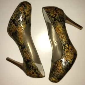 🆕NWOT💜BANDOLINO💜Faux Snake skin Pumps/Heels