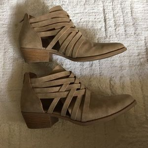Adorable cut out booties! Taupe color