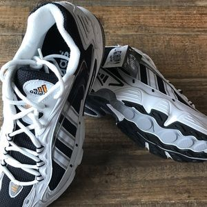 adidas Shoes - VINTAGE Adidas Universal Running shoes 998cacd122