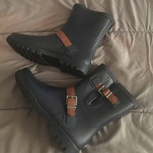 Sperry rain boots Wo's size 10 blue and brown.