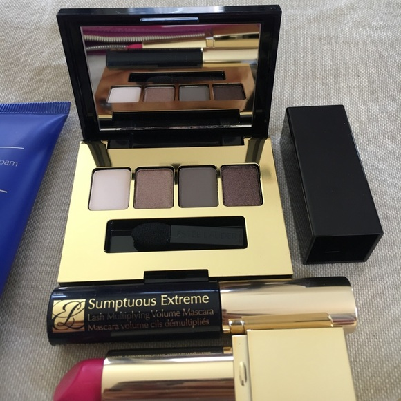 Estee Lauder Makeup - Estée Lauder cosmetics bag with samples