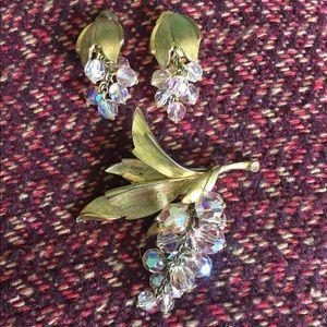 Vintage earrings pin set leaves crystals