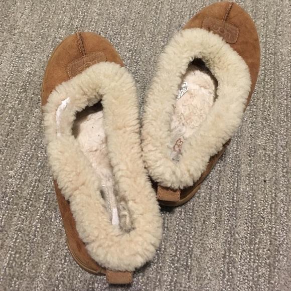 38bbd11b0c8 50% OFF BUNDLES Ugg Slippers Size 9