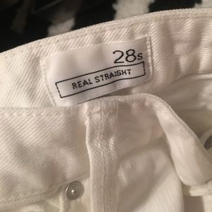 Gap size 28s white cropped jeans