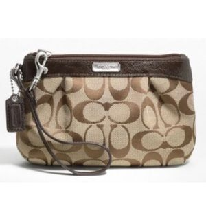 NEW Coach Signature Pleated Medium Wristlet